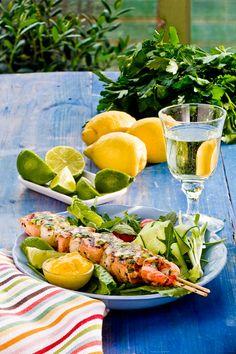 Enkla fiskspett med mycket smak. Lika goda med räkor som med pilgrimsmusslor eller både och...