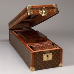 I would love to be able to get this for my dad...he deserves this kind of luxury!! Vintage Louis Vuitton Humidor
