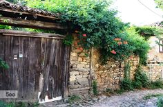 ville- Cumalıkızık-Bursa-Türkiye - Pinned by Mak Khalaf Travel BursaCumalıkızıkTürkiyeVillagemaison ancienne by nldms