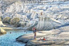 Playa de Sarakiniko (Milos, Grecia) - 18 lugares de veraneo que no conoces - Libertad Digital