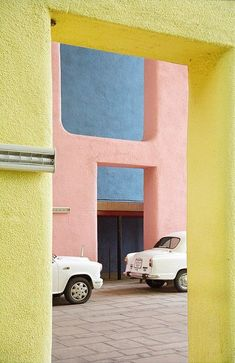What a glorious colour palette in pastel pink yellow & blue!
