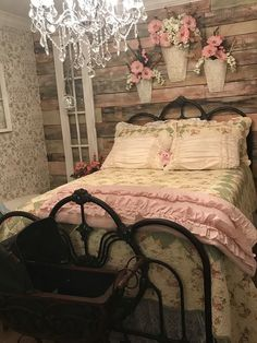 Vintage Bedroom Shabby Chic Bedroom Design 29 - The shabby chic style is much loved, especially by feminine women. A shabby chic is a revival form of vintage style dominated by soft pastel colors and feminine textures and motifs. If industrial s… Shabby Chic Guest Room, Shabby Chic Mode, Style Shabby Chic, Shabby Chic Bedroom Furniture, Shabby Bedroom, Bedroom Vintage, Bedroom Romantic, Chic Bedding, Master Bedroom