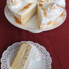 Torta de hojarasca con manjar – Mi Diario de Cocina Yummy Treats, Delicious Desserts, Sweet Treats, Bolo Tres Leches, Baking Recipes, Cake Recipes, Chilean Recipes, Peruvian Recipes, Pie Dessert