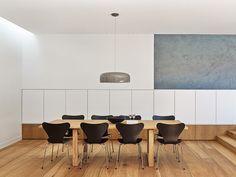 Sala de Jantar Contemporânea de Madeira. Arquiteto: Nobbs Radford Architects. Fotógrafo: Nobbs Radford Architects.