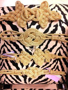 Cinturones oro by Adela Marin Craft Accessories, Vintage Accessories, Fashion Accessories, Steampunk Wedding Dress, Diy Buttons, Passementerie, Soutache Jewelry, Bijoux Diy, Steampunk Fashion