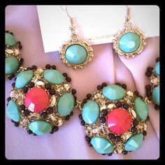 Artsy necklace setsale This set is so cute with coral and teal combine. Jewelry Necklaces