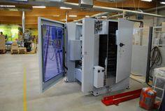 Wir haben wieder Zuwachs. Unser Maschinenpark wird gerade um eine neue CNC-Maschine erweitert. Die kleine aber feine BHX 055 Optimat aus dem Hause Weeke verfügt über acht vertikale High-Speed Bohrspindeln mit Bohrer-Schnellwechselsystem, Bohrspindeln mit einer Drehzahl von 1500-7500 min, eine automatische Spindelklemmung und noch viele weitere Extras, die uns in den Produktionsalltag erleichtern werden. Mehr Fotos unter https://www.facebook.com/EhringGmbH/posts/1088410117943753