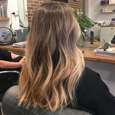 Fab balayage highlighted hairstyle #naturalbalayagehighlights