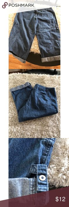 Columbia Denim Capris Size XL Denim capris by Columbia.  Drawstring Tie Waist.  Button tab Hemline. Size XL.  Inseam is 20.5 inches long.   Good condition.  Important:   All items are freshly laundered as applicable prior to shipping (new items and shoes excluded).  Not all my items are from pet/smoke free homes.  Price is reduced to reflect this!   Thank you for looking! Columbia Jeans Ankle & Cropped