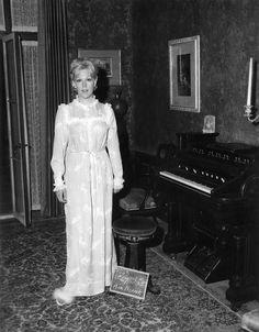 kim novak movie costumes   Kim Novak in Demure Costume Nightgown in THE NOTORIOUS LANDLADY 1962 ...