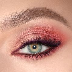 Shop the coloured eyeliner set, including a mascara, maroon and purple eyeshadow palette and purple eyeliner that looks extra gorgeous on green eyes. Metallic Eyeliner, Purple Eyeliner, Eyeshadow For Green Eyes, Makeup For Green Eyes, Pink Eyeshadow, Eyeshadow Looks, Eyeshadow Makeup, Coloured Eyeliner, Eyeshadow Styles