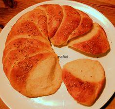Este es un pan muy suave, super esponjoso, que se arma como una gran flor, y se arrancan los pétalos de pan, con un sabor muy rico a manteq...