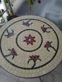 Todo en venecitas, mesas, sillas, espejos, marcos. bachas, macetas. Diseños exclusivos en venecitas, guardas, esculturas y murales.