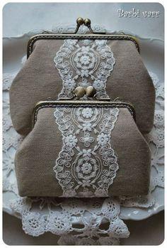 Barbi varr, avagy most másra használom a tűt. Vintage Purses, Vintage Bags, Bridal Handbags, Lace Bag, Frame Purse, Embroidery Bags, Diy Purse, Purse Patterns, Beaded Bags