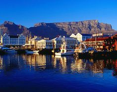 I've never been to Cape Town (or Africa for that matter), but it's on my list of places to visit. Beautiful Places To Visit, Oh The Places You'll Go, Table Mountain Cape Town, Cape Town South Africa, Future Travel, Best Cities, Live, Where To Go, Wonders Of The World