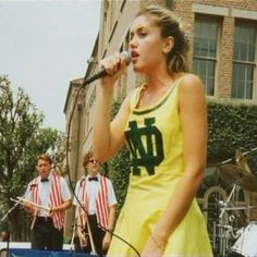 No Doubt - Gwen Stefani - Yellow Dress
