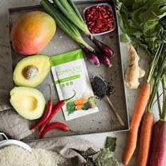 Gemüse kann man einfach zu jeder Tageszeit essen. Wie wäre es mit einer Kombination aus Mango, Avocado, Radiesschen, Karotte, Frühlingszwiebel, Chili, Sesam, Ingwer, etwas Nori und Granatapfel kombiniert mit der Vegetable Soup? Wir freuen uns über eure Ideen. #veganfood #vegetables #jplifestyle Chili, Avocado, Mango, Healthy Lifestyle, Healthy Living, Soup, Nutrition, Healthy Recipes, Cheese