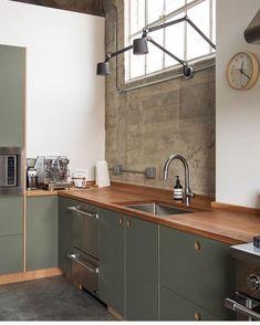 Basis linoleum in the color 'olive' Kitchen Base Cabinets, Kitchen Dinning, Kitchen Redo, Home Decor Kitchen, Kitchen Furniture, New Kitchen, Kitchen Remodel, Olive Kitchen, Green Kitchen