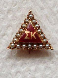 Pie-crust Sigma Kappa badge