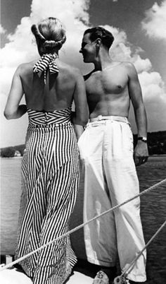 I love vintage beach attire! Couple standing on a sailboat, she in halter-top beach pajama, he in white trousers, Vintage Glamour, Look Vintage, Vintage Mode, Vintage Beauty, Vintage Hair, 1930s Fashion, Moda Fashion, Retro Fashion, Vintage Fashion