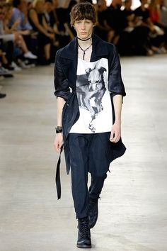 Ann Demeulemeester presented its Spring/Summer 2017collection during Paris Fashion Week.