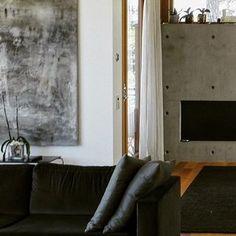 #foinixinteriors #annatiula #helsinki  #privatehouse #omakotitalo #livingroom #olohuone #interiordesign #sisustus #interiorarchitecture #sisustusarkkitehtuuri #realestate #kiinteistönvälitys #home #koti #realestatemarketing #asunnonmyynti #dwelling #asuminen #homestaging #homestyling #stailaus  #velvetsofa #samettisohva #interiorpartners #concretefireplace #betonitakka #modernart  IN-COLL: architect Niko Tiula