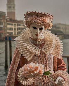 Venice Carnival Costumes, Carnival Dress, Venetian Carnival Masks, Carnival Of Venice, Venetian Masquerade, Masquerade Ball, Venice Boat, Venice Lido, Venice Bridge