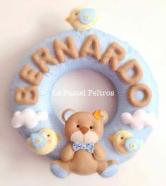 Guirlanda Baby Crafts, Felt Crafts, Diy And Crafts, Sewing Projects, Projects To Try, Felt Banner, Baby Frame, Felt Wreath, Felt Baby