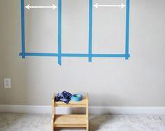 Comment transformer un mur ennuyeux par un mur plein de vie ! Article réalisé par Sand & Sisal pour 3M Construction and Home U.S.  Enfin… je vous révèle une partie de ma chambre ! Je travaille depuis presque 5 ans sur ma chambre, sans l'avoir vraiment terminée… Je vous présenterai bientôt plus en détails ma chambre, mais ce n'est pas le sujet d'aujourd'hui.