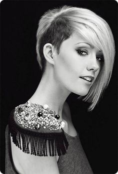 Chic Short Haircuts: Popular Short Hairstyles for 2019 - Frisuren Site Hair Styles 2014, Short Hair Styles, Bob Styles, Undercut Hairstyles, Cool Hairstyles, Undercut Bob, Scene Hairstyles, One Side Shaved Hairstyles, 2014 Hairstyles