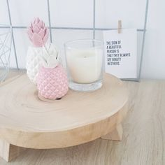#kwantumrepost Decoratie Ananas @homebylisa_ - Gezellig thee drinken en gtst kijken met een vriendin!❤ Fijne avond iedereen! #myhome #homedeco #homedetails #woonideeen #woonaccessoires #pink #white #kwantum #homeinterieur4you #binnenkijken #details #styling #interiorlovers #cards #details #ananas #white #whiteliving #homedecoration #home #myinstahome #pineapple