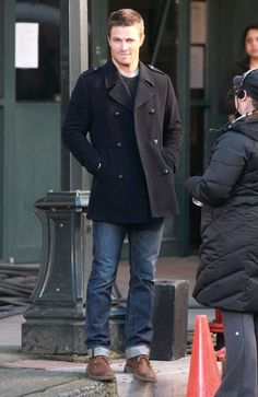 Actors Stephen Amell and Colin Donnell filming a scene for the TV show 'Arrow' in Vancouver, Canada on March - Stars On The Set Of 'Arrow' In Vancouver Queen Fashion, Mens Fashion, Tommy Merlyn, Colin Donnell, Stephen Amell Arrow, John Barrowman, Emily Bett Rickards, Denim Jacket Men, Gentleman Style