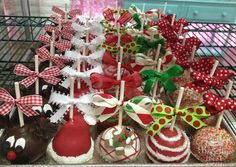 Christmas Cake Pops by Beverly's Best Bakery Christmas Party Drinks, Christmas Cake Pops, Christmas Candy, Christmas Desserts, Christmas Treats, Christmas Items, Dessert Table Birthday, Birthday Desserts, Frozen Cake Pops