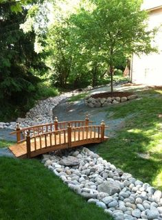 Landscaping with River Rock: Best 130 Ideas and Designs - - Landscaping with river rock can create breathtaking backyards, gardens and patios. We present some of the top river rock landscaping ideas with these 130 photos.