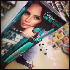 Live model? Maybe it's Maybelline! (en San Marino Shopping)