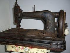 Maquina de costura ALEMÃ ...