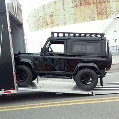 "Gives new meaning to the words ""rolling blackout."" _________________________________ Defender with black alloys finished in a black hue and topped off with a black powder coated Slimline II roof rack. _________________________________ Photo Credit: @arkonik #frontrunner #frontrunneroutfitter #landrover #defender #classiccar #rebuilt #4x4 #offroad #roofrack"