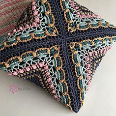 Transcendent Crochet a Solid Granny Square Ideas. Inconceivable Crochet a Solid Granny Square Ideas. Crochet Cushion Cover, Crochet Pillow Pattern, Crochet Cushions, Granny Square Crochet Pattern, Crochet Afghans, Crochet Squares, Crochet Patterns, Crochet Granny, Cushion Covers
