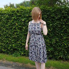 Mein Flora Dress ist fertig und auch online auf meinem Blog 😊 Link im Profil #floradress #byhandlondon #sewing #nähen #nähenisttoll #diy #nähenmachtglücklich #nähenistwiezaubernkönnen @byhandlondon #memade #memademittwoch #stoffundstil @stoffstil