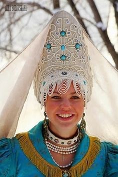 Russian  Some costumes have specific significance. In Russia the kokoshnik (headdress) is an important part of traditional dress (sarafan). It is worn by married women. Unmarried women wear a povyashka, which is open at the back.@ http://fashion.allwomenstalk.com