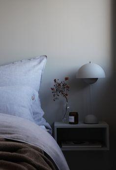 Grey bedroom - ELISABETH HEIER Closet Bedroom, Cozy Bedroom, Bedroom Inspo, Bedroom Ideas, Bedroom Color Schemes, Bedroom Colors, Decor Room, Bedroom Decor, Home Decor