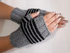Crochet Arm Warmers, Fingerless Gloves, Knitting Patterns, Mau Humor, Fashion, Fingerless Gloves Knitting Pattern, Knit Mittens, Paperclip Crafts, Knitting For Kids