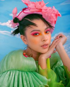 tú hảo by chiron duong styling by callmeblue & makeup by dãng trí viễn January 28 2020 at fashion-inspo Makeup Art, Beauty Makeup, Hair Makeup, Blue Makeup, Beauty Editorial, Editorial Fashion, New Foto, Portrait Photography, Fashion Photography