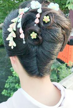 Rolled Hair, French Twist Updo, Roll Hairstyle, Twisted Updo, Updos, Japan, Hair Styles, Coiled Hair, Up Dos