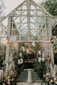 Take a look at this intimate greenhouse ceremony.  Photo: @hipsterwedding.asia Greenhouse Wedding, Garden Wedding, Dream Wedding, Hipster Wedding, Boho Wedding Dress, Unique Wedding Venues, Destination Wedding, Wedding Ideas, Wedding Notes