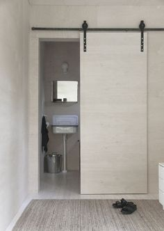 Minna Jones: Sliding door with barn door fittings Sliding Bathroom Doors, Sliding Door Curtains, Sliding Door Design, Modern Sliding Doors, Sliding Door Systems, Sliding Closet Doors, Solid Doors, Closet Door Alternative, Barn Door In House