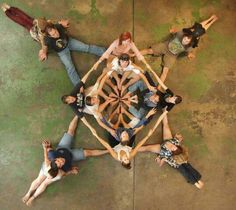 Geometric art with human bodies. Usually co-ordinated by someone outside of the circle, bodies are positioned in a large beautiful geometric pattern. Dance Photography Poses, Creative Photography, Fotografie Hacks, Foto Fun, Partner Yoga, Ecole Art, Human Art, Yoga For Kids, Geometric Art
