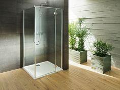 PALME® Dusche aus Glas mit silbernen Beschlägen für das moderne Badezimmer. Divider, Bathtub, Bathroom, Furniture, Home Decor, Palm Tree Bathroom, Modern Bathrooms, Showers, Bathing