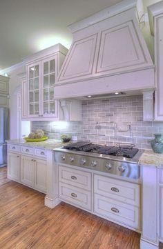 Gorgeous 83 Amazing Kitchen Backsplash Ideas White Cabinets https://besideroom.co/amazing-kitchen-backsplash-ideas-white-cabinets/