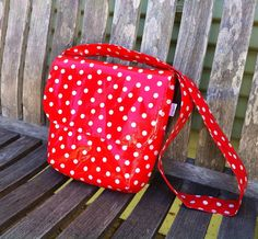 Hey, I found this really awesome Etsy listing at https://www.etsy.com/listing/192015809/oilcloth-lunch-tote-with-cross-body
